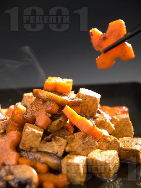 Задушено тофу с гъби по китайски със зеленчуци на уок - снимка на рецептата